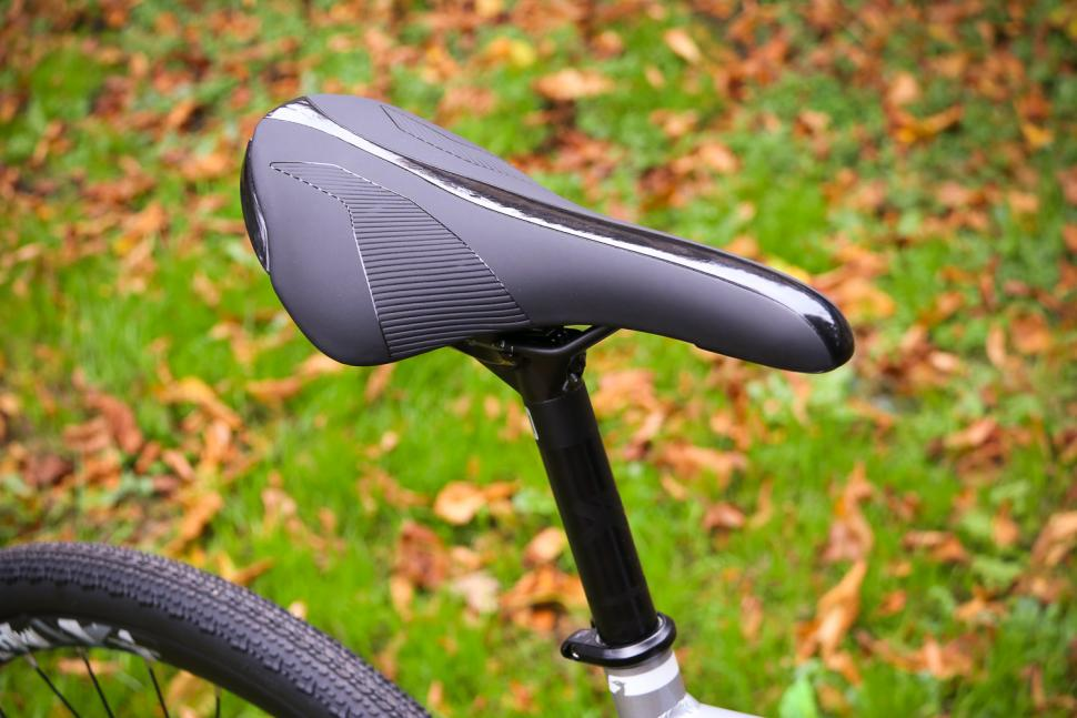 Raleigh Mustang Sport - saddle and post.jpg