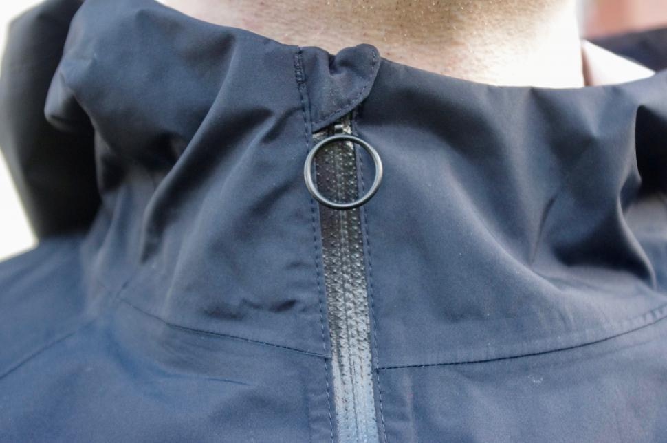 Rapha Commuter collar_zip.jpg