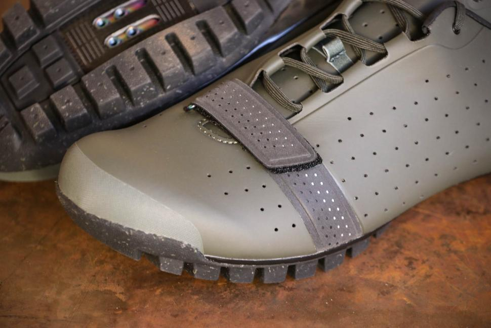 Rapha Explore Shoe - toe.jpg