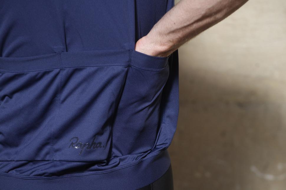 Rapha Mens Core Jersey - back pocket.jpg