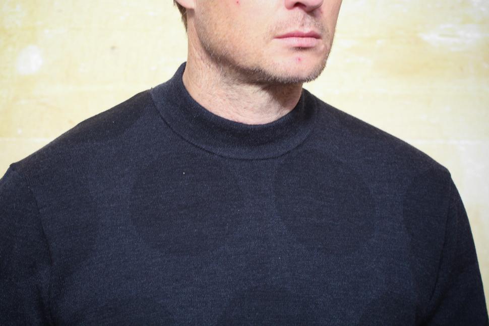 Rapha Merino Stand Collar Dot Print jersey - collar.jpg
