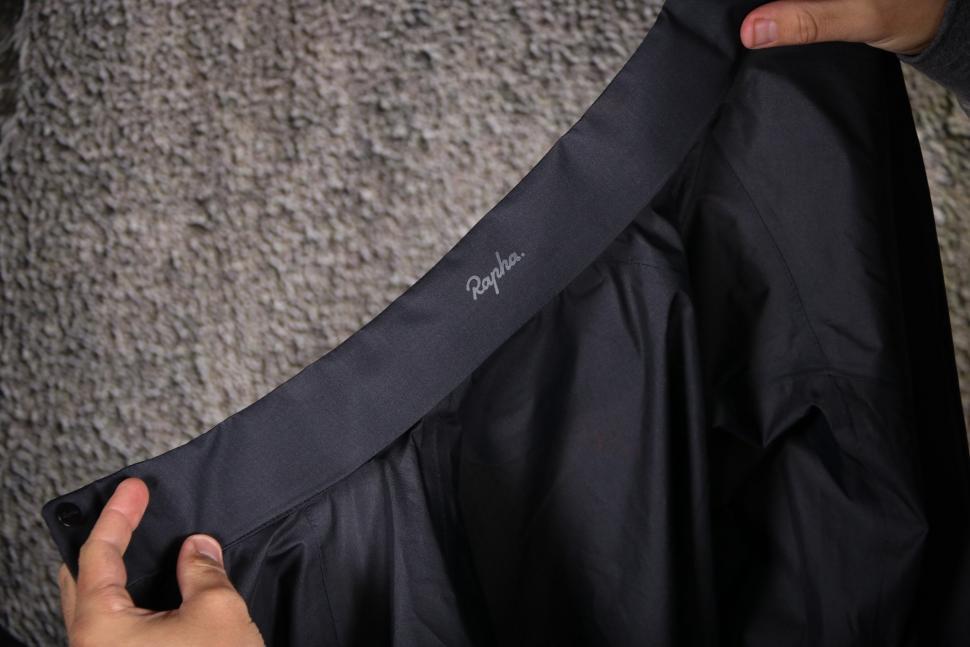Rapha Packable Waterproof Jacket - collar black.jpg