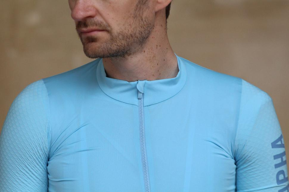 Rapha PRO TEAM AERO JERSEY - collar.jpg