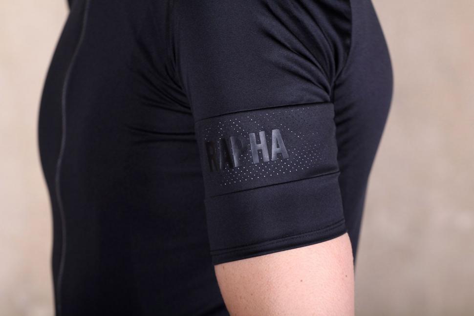 b43b97b0a Rapha Pro Team Flyweight Jersey - sleeve 2.jpg
