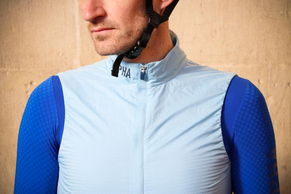 Rapha Pro Team Insulated Gilet - collar.jpg