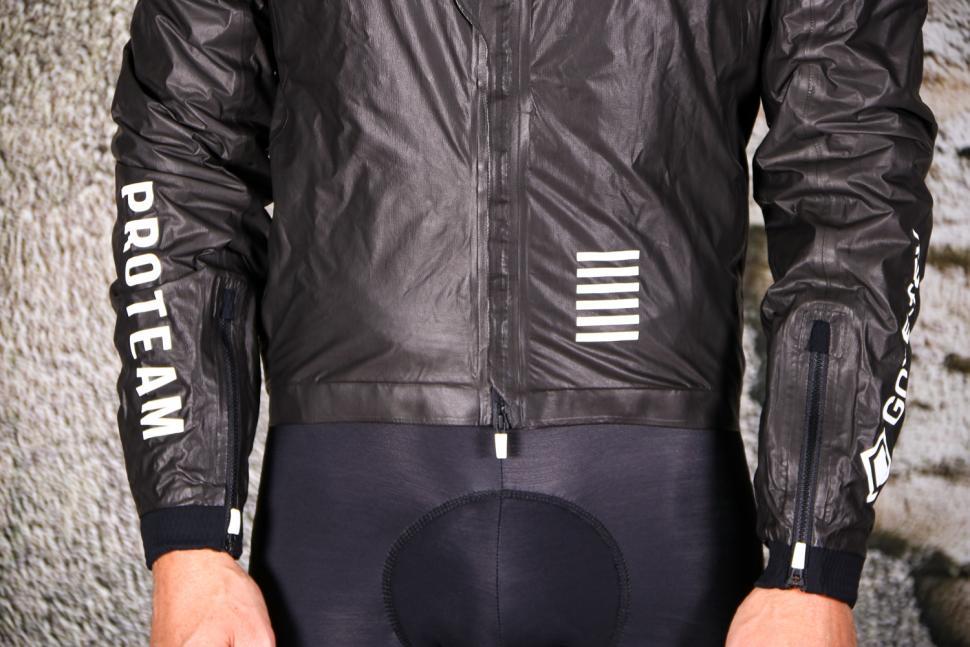 Rapha Pro Team Insulated Gore-Tex Jacket - hem.jpg