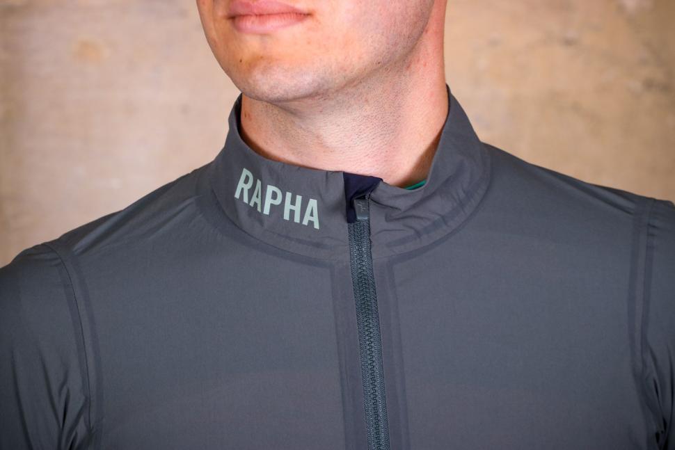 Rapha Pro Team Light weight Shadow Jacket - collar.jpg