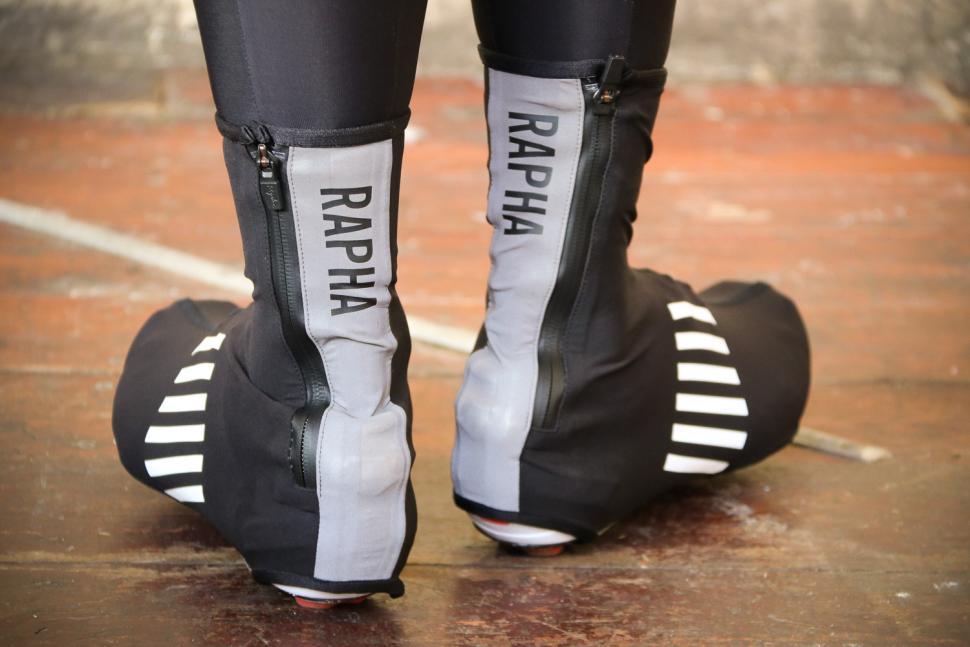 Rapha Pro Team Overshoes - heels.jpg