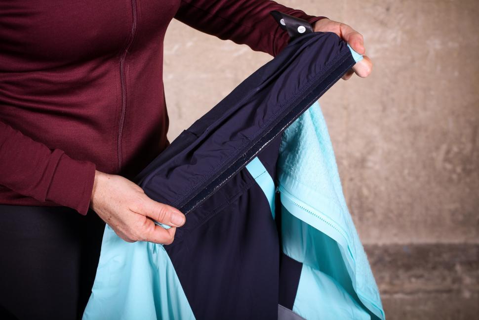 Rapha Souplesse Insulated Jacket - gripper.jpg
