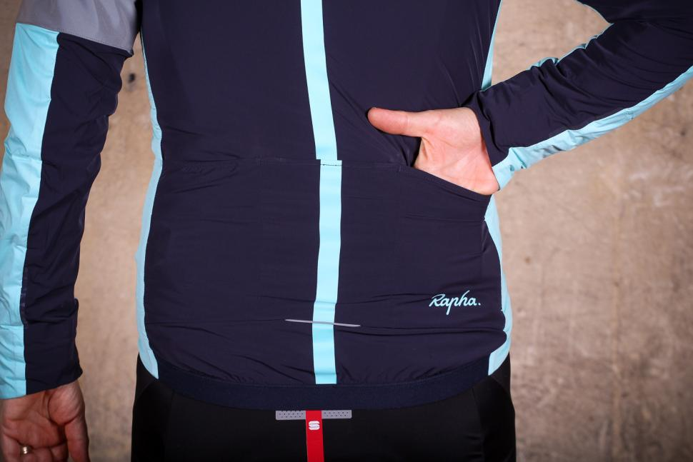 Rapha Souplesse Insulated Jacket - pocket.jpg