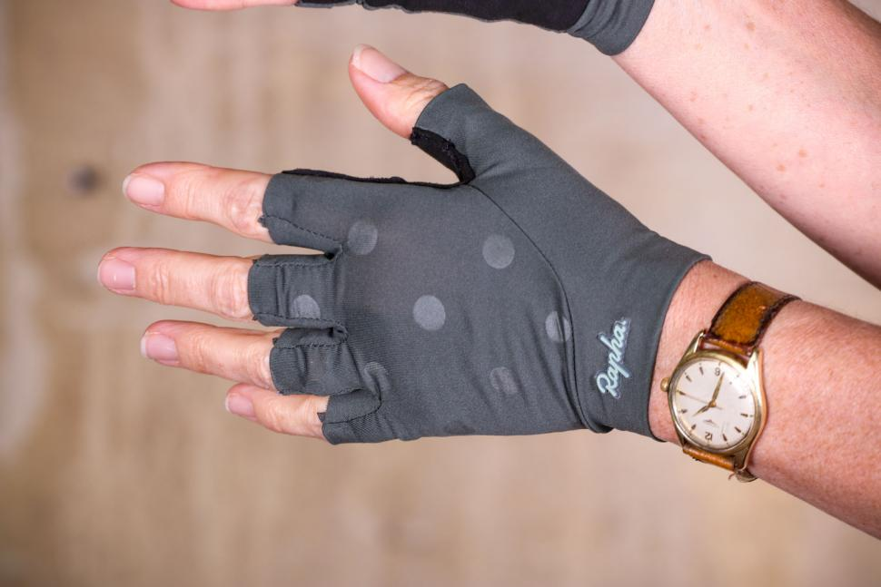 Rapha Souplesse Mitts - back of hand.jpg