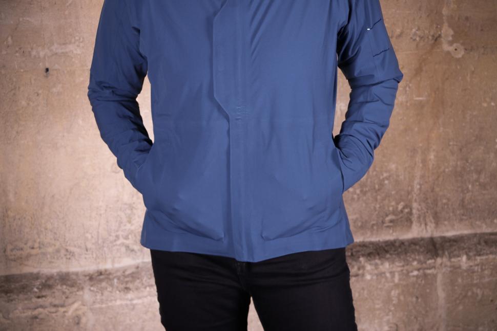 Rapha Womens Hooded Rain Jacket - front pockets.jpg
