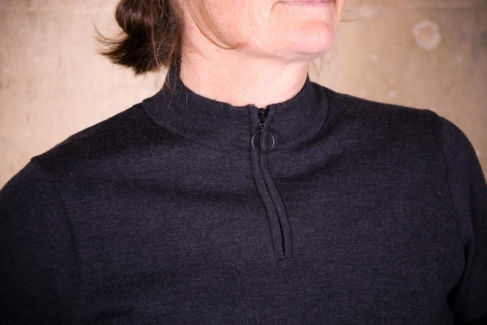 Rapha Women's Merino Zip - collar.jpg