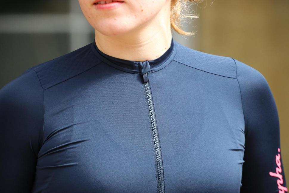 Rapha Womens Souplesse Aero jersey - chest.jpg