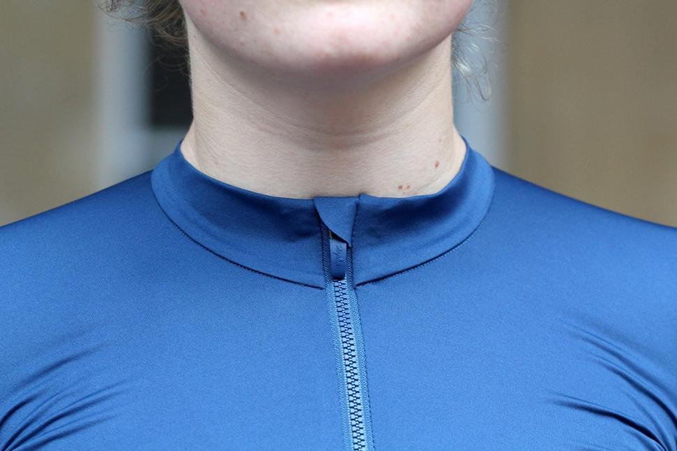 Rapha Womens Souplesse Aero Jersey - collar.jpg
