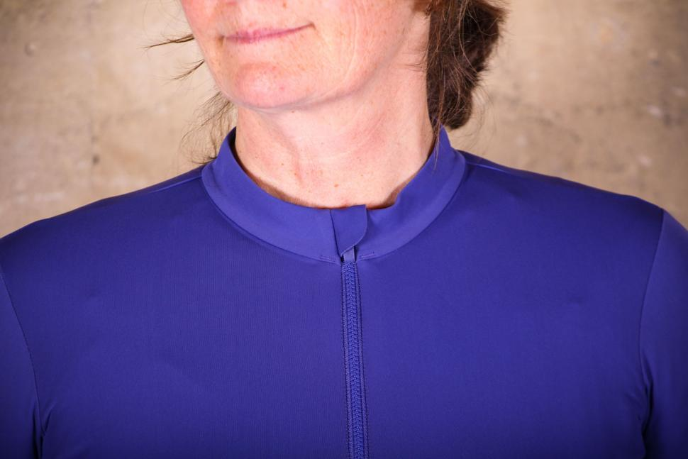 Rapha Women's Souplesse Thermal Jersey - collar.jpg