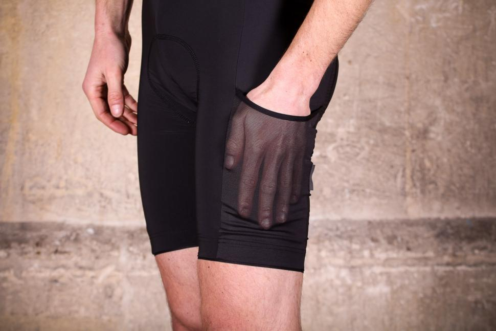 rapha_cargo_bib_shorts_-_pocket.jpg