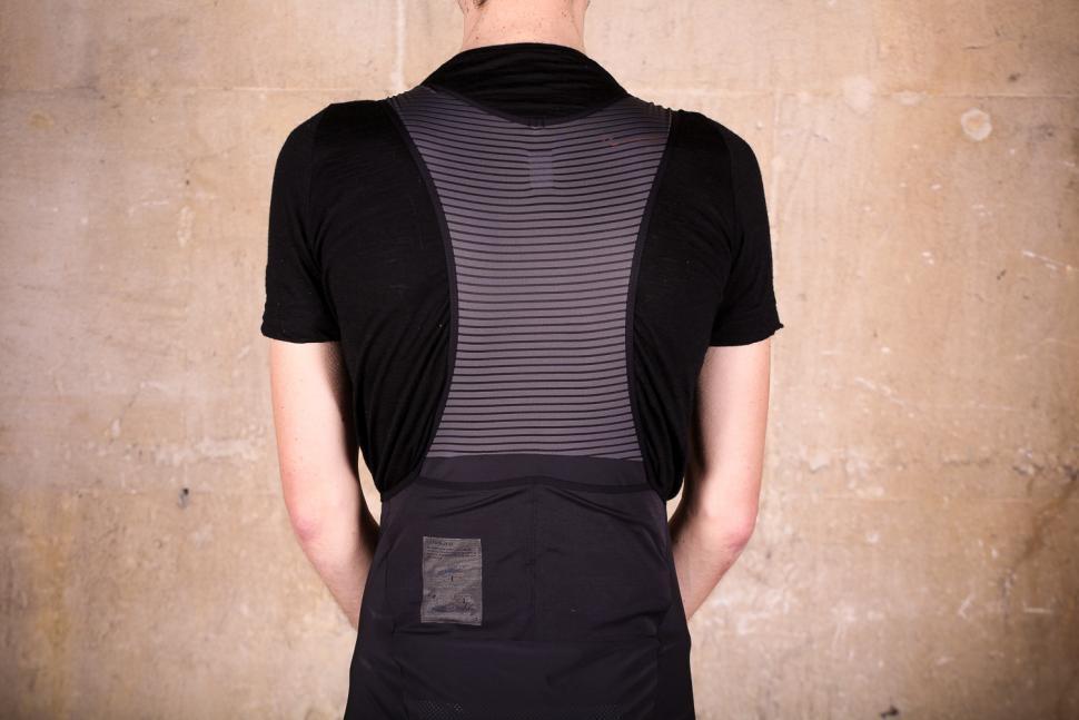 rapha_cargo_bib_shorts_-_straps_back.jpg