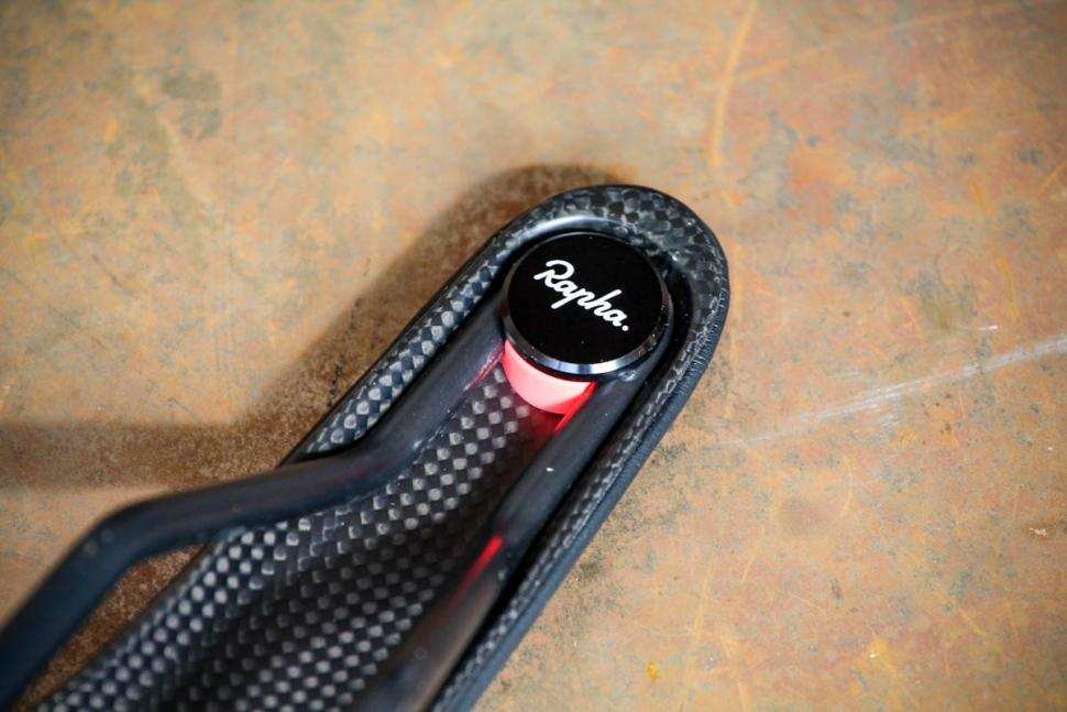 rapha_pro_team_carbon_saddle_-_logo_detail.jpg