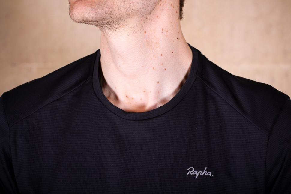 rapha_technical_t-shirt_-_collar.jpg
