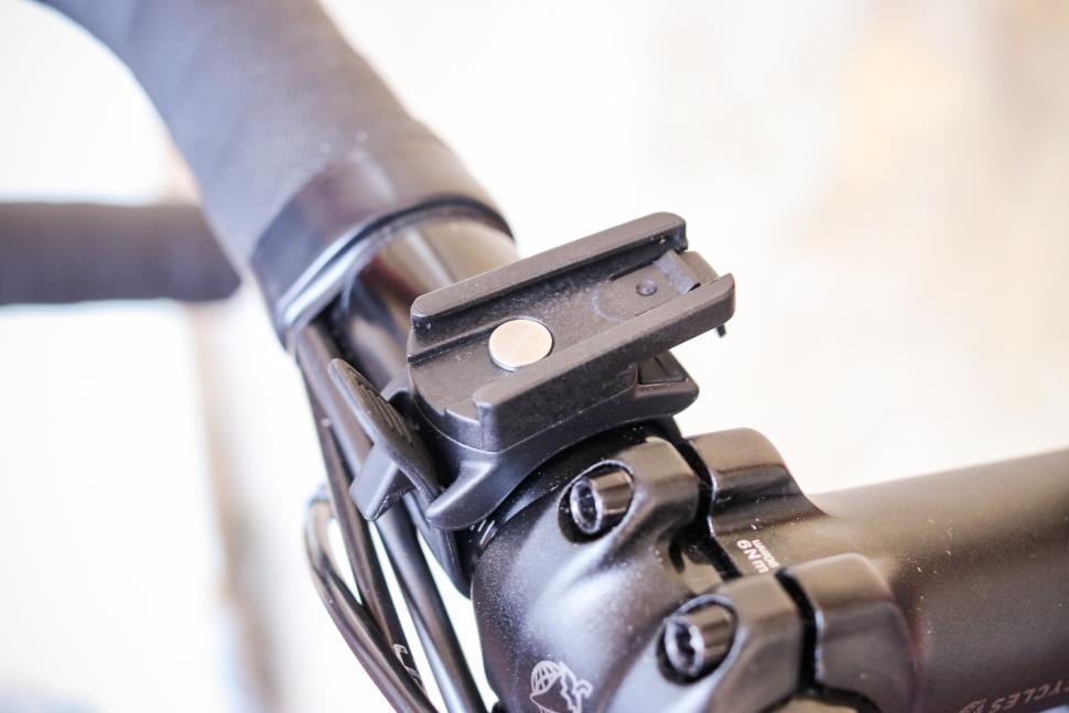 Raveman LR500S USB Rechargeable Curved Lens Front Light - mount.jpg