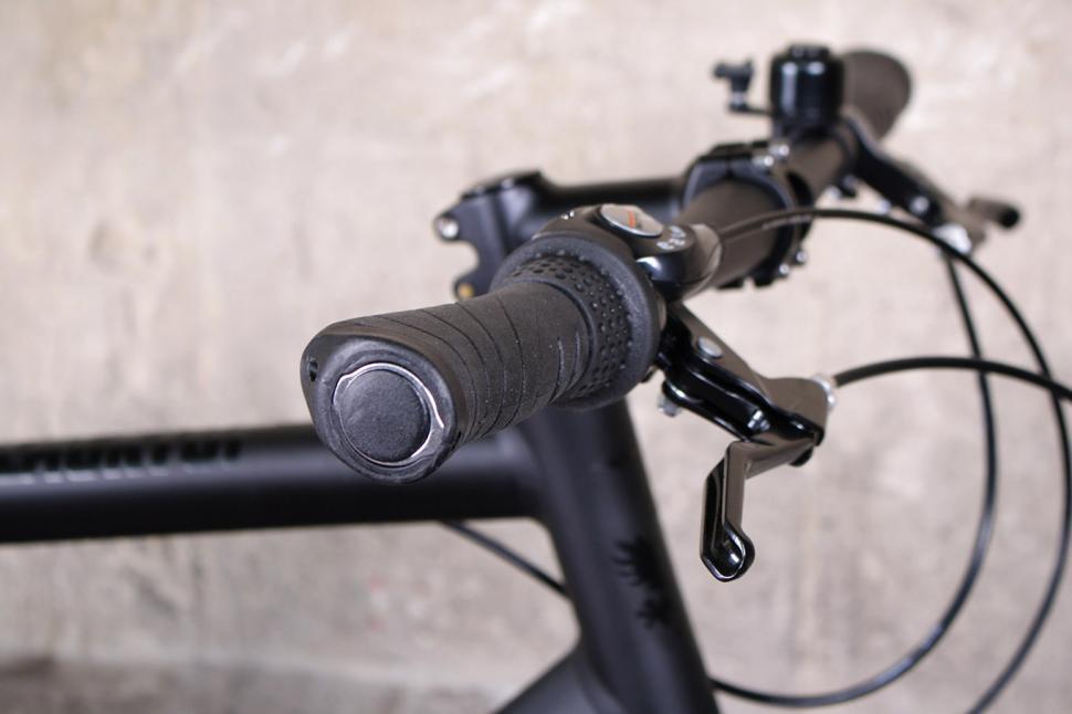 Reid Blacktop - grip.jpg
