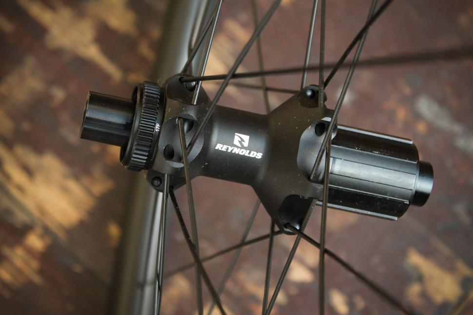 Reynolds ATR2 650b wheelset - rear hub 2.jpg