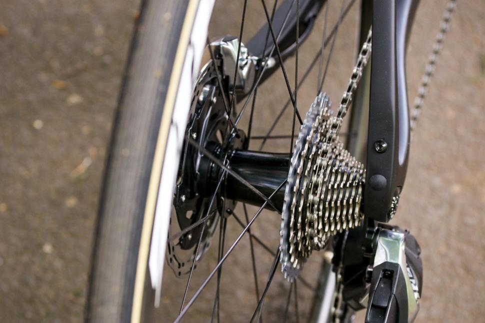 Ribble Endurance SL R Series Disc - rear hub.jpg