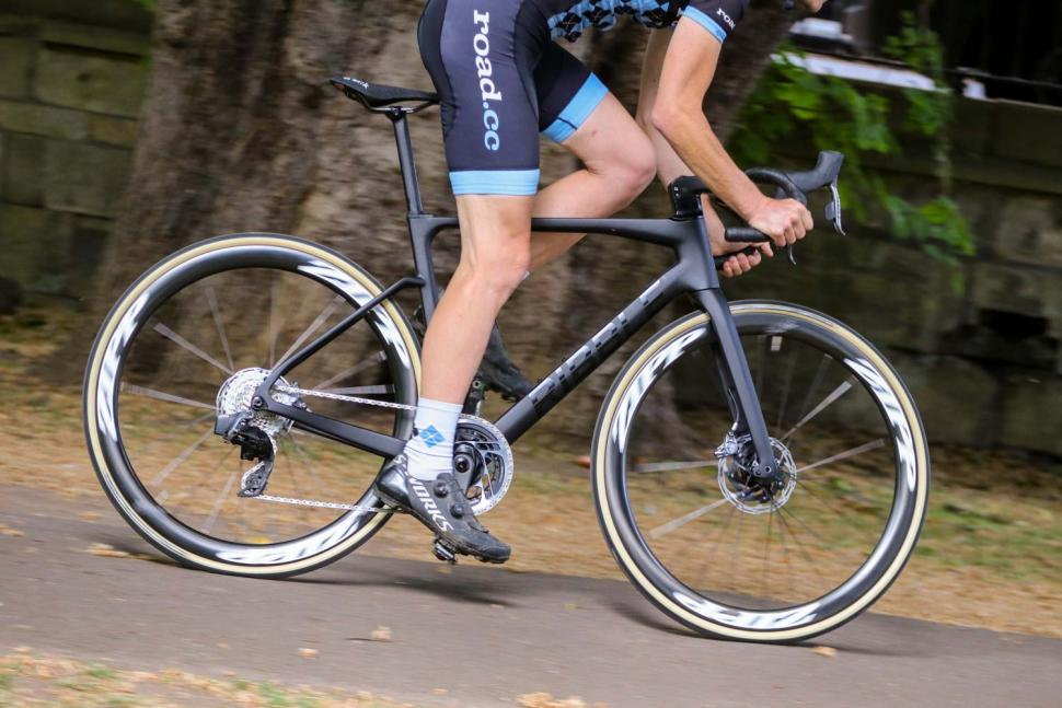 Ribble Endurance SL R Series Disc - riding 3.jpg