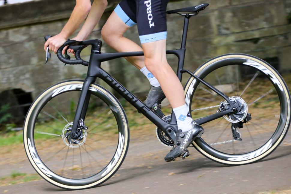 Ribble Endurance SL R Series Disc - riding 4.jpg
