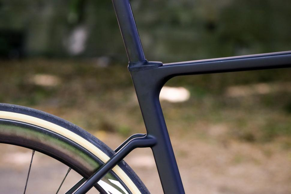 Ribble Endurance SL R Series Disc - seat tube junction.jpg