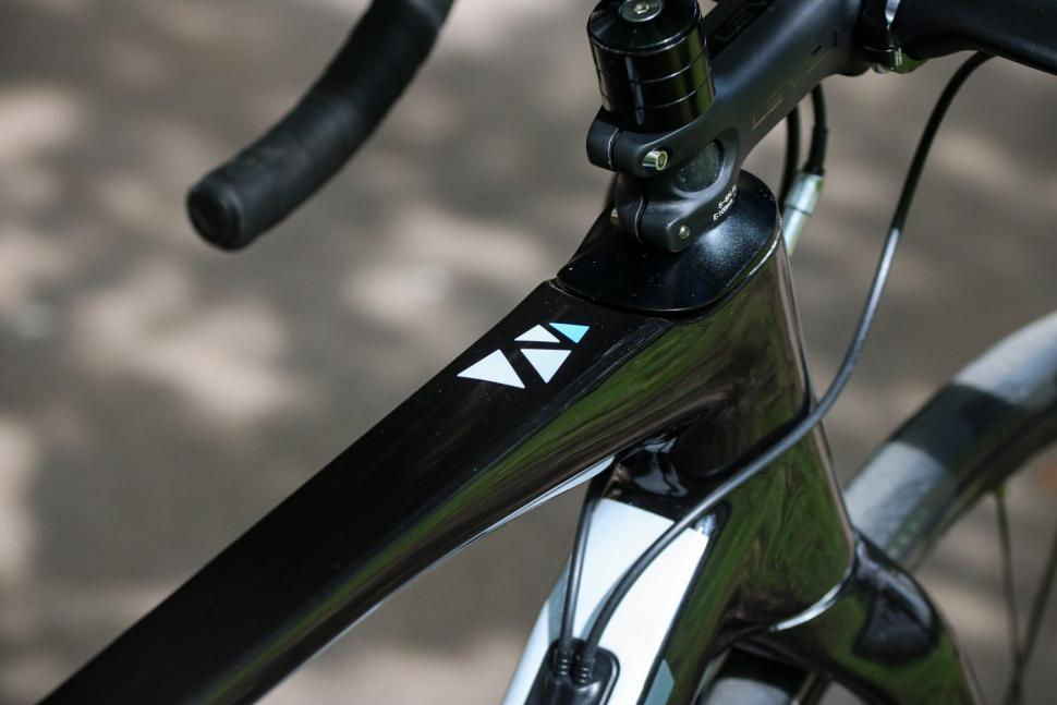 ribble-endurance-sl-top-tube-detail.jpg