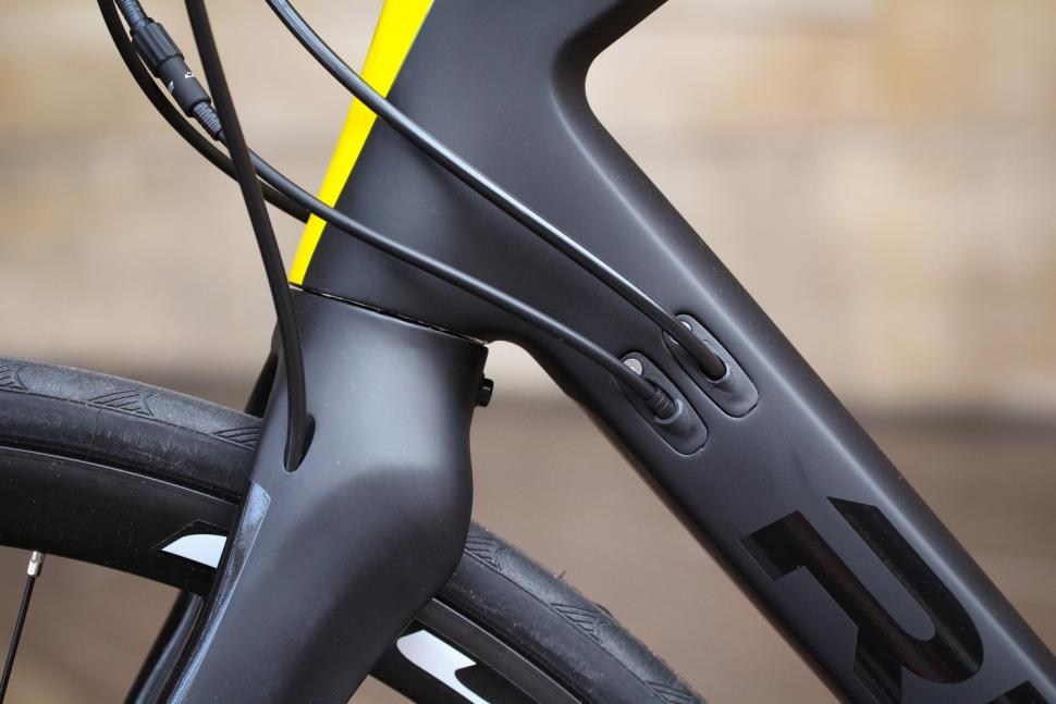 Ribble Sportive Racing Disc - cable route.jpg