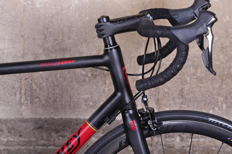 Ritchey Breakaway Carbon - head tube.jpg