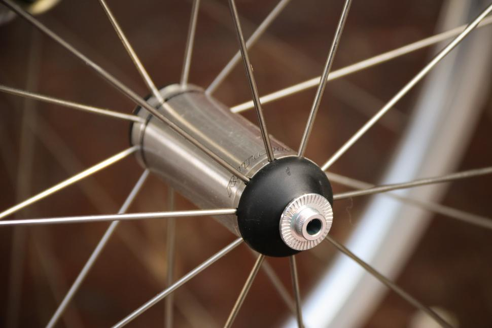 Ritchey Classic Zeta wheelset - front hub 2.jpg