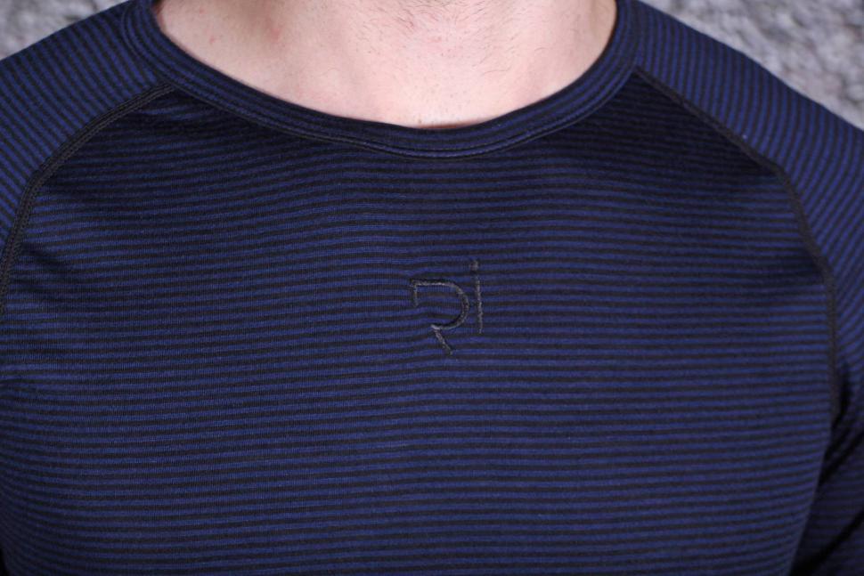 Rivelo Mens Hathersage Merino Long Sleeve Base Layer - detail.jpg