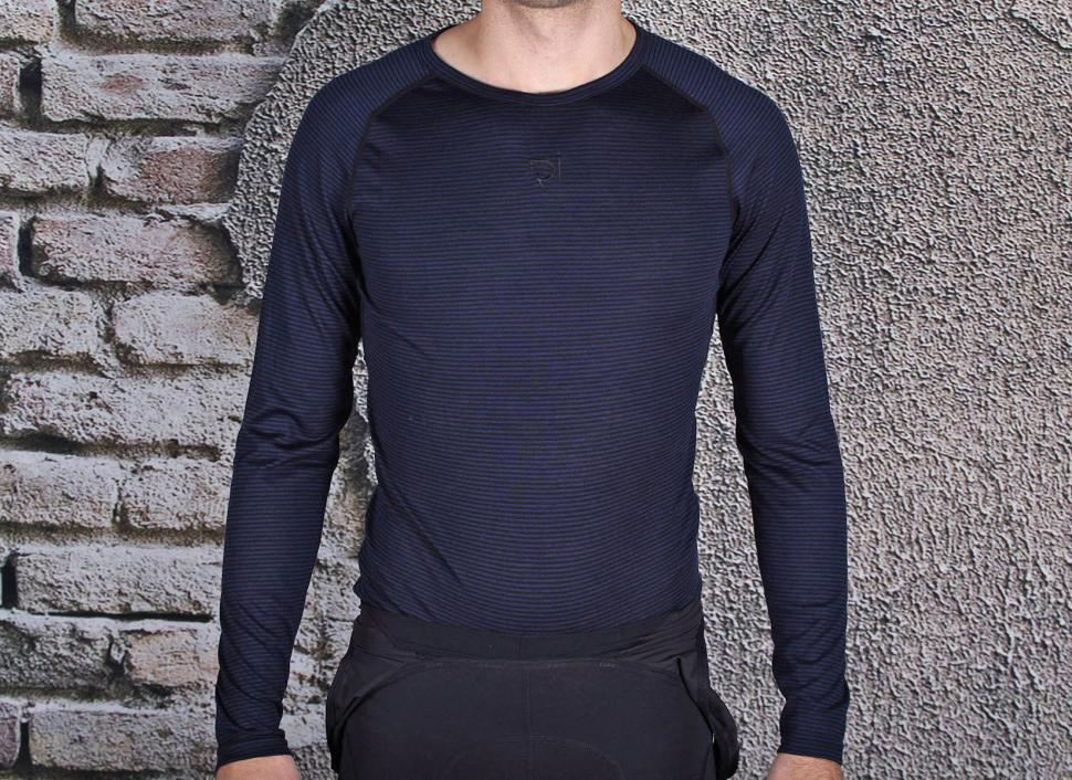 781e506c Review: Rivelo Men's Hathersage Merino Long Sleeve Base Layer | road.cc