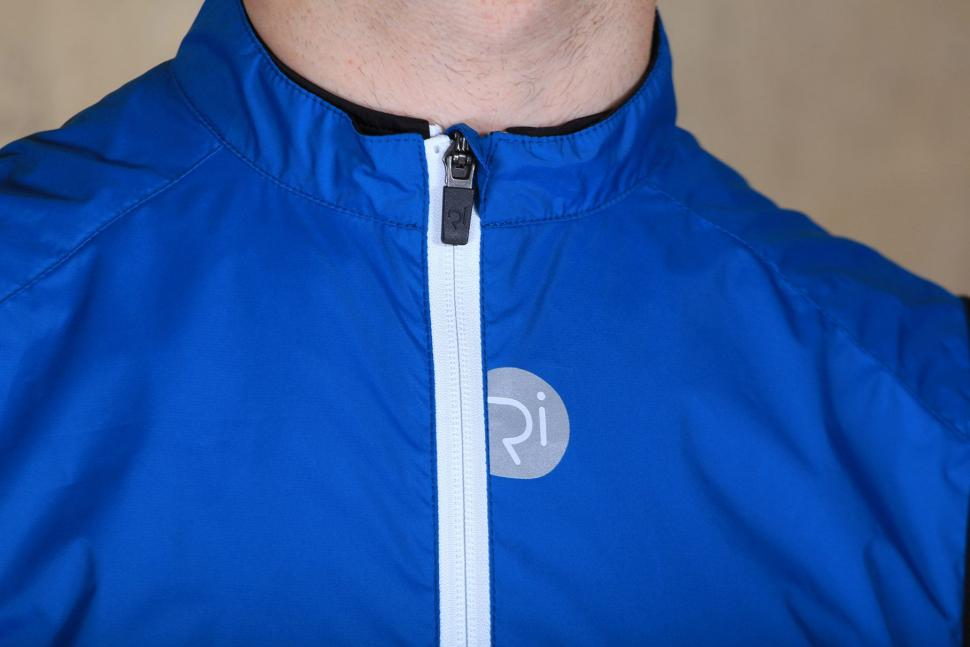 Rivelo Mens Rowsley Gilet - collar.jpg