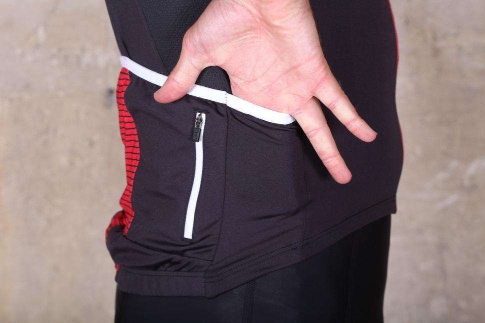 rivelo_weston_jersey_-_side_pocket.jpg