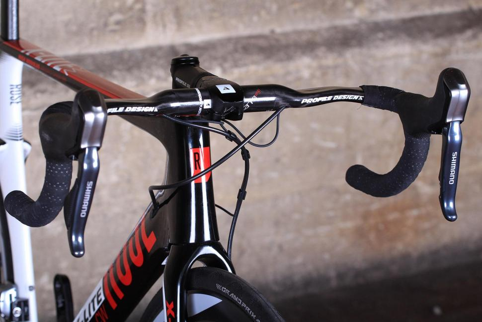 Rose X-LITE CW-4100 Di2 - bars 2.jpg