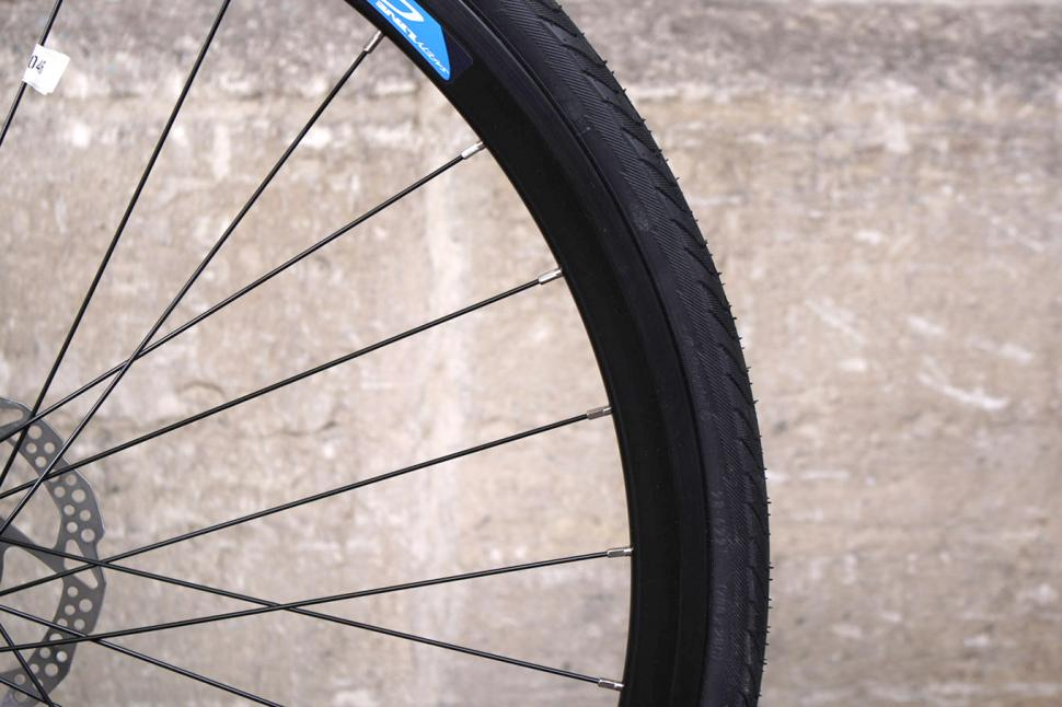 Roux Foray - rim and tyre.jpg