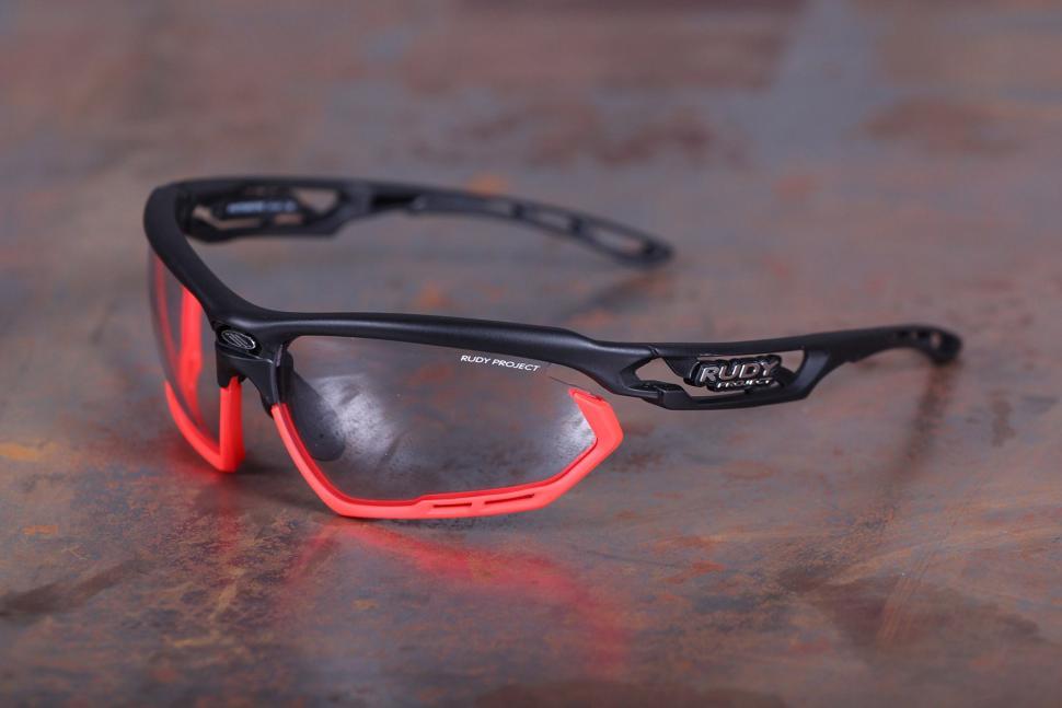 6de7c625f9e Review  Rudy Project Fotonyk Black Matte Glasses