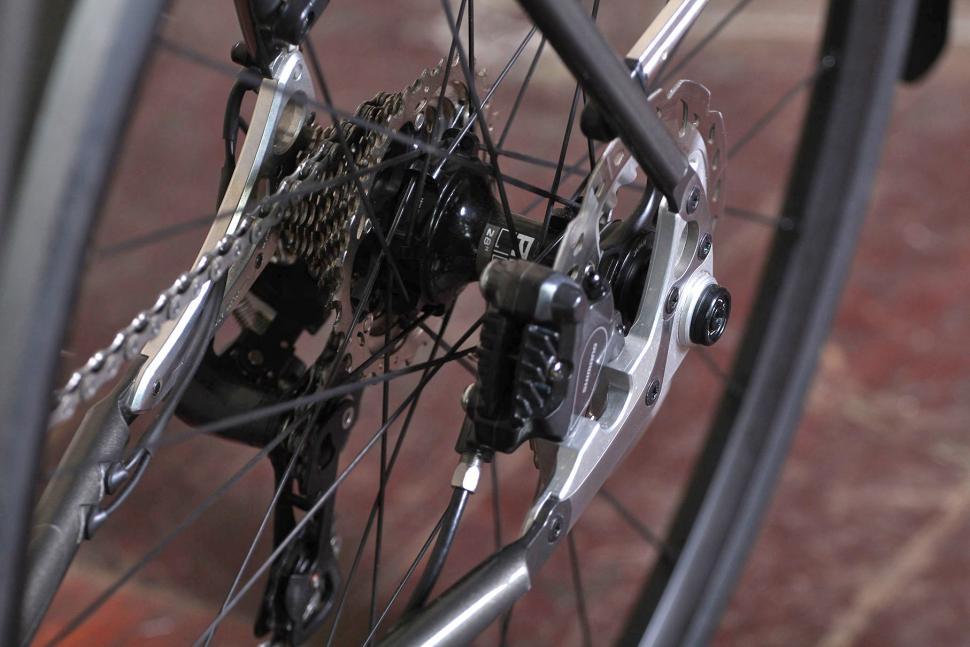 Saffron Frameworks custom winter bike - rear hub.jpg