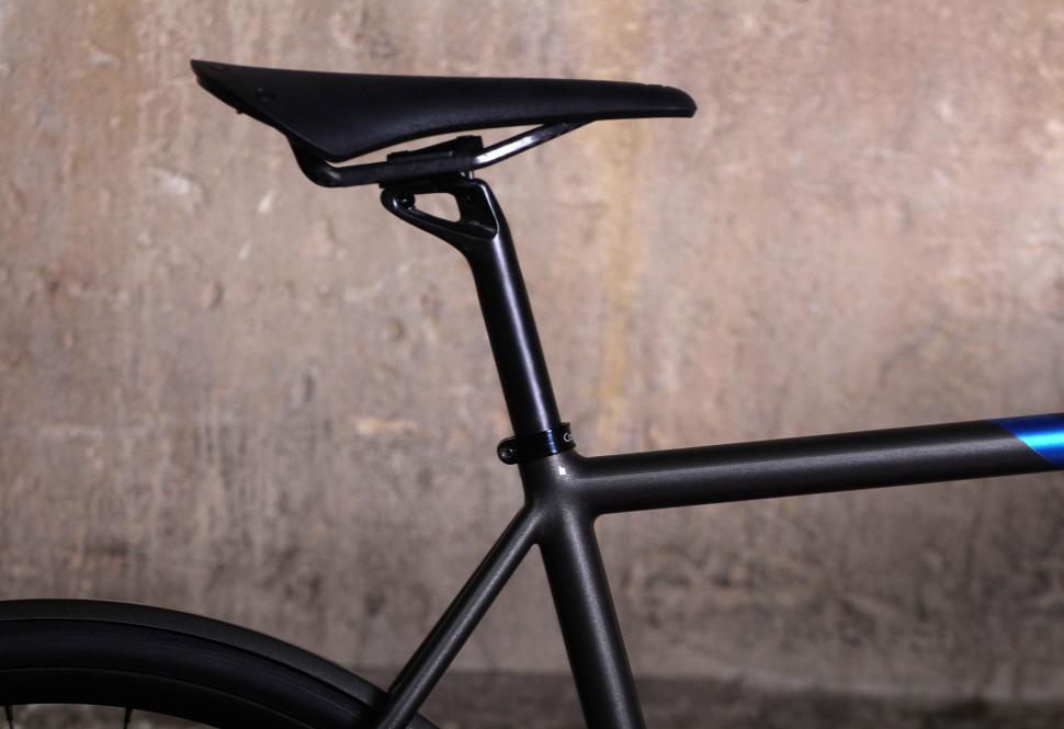 Saffron Frameworks custom winter bike - seat post and saddle.jpg