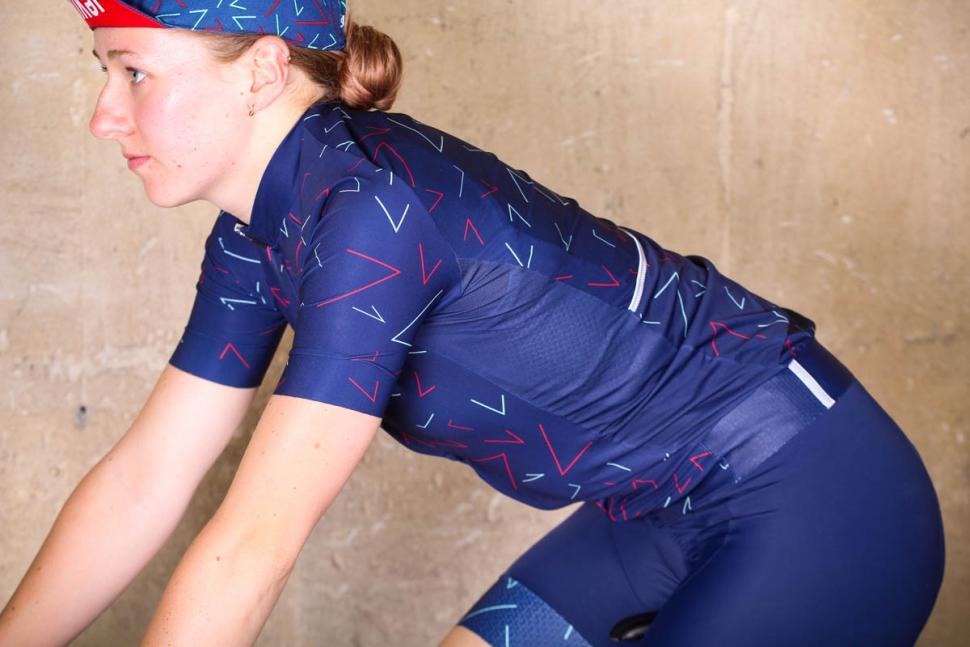 saikel_chevrons_jersey_womens_-_riding.jpg