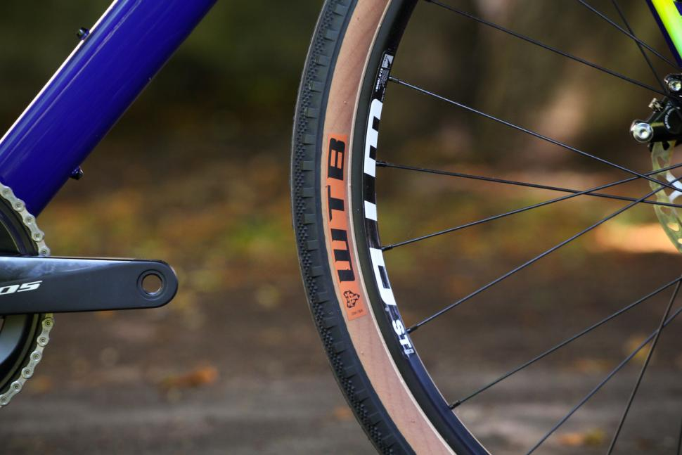 Salsa Warroad - tyre and rim.jpg