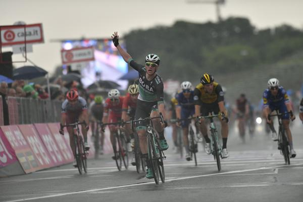 sam_bennett_wins_stage_12_of_the_2018_giro_ditalia_picture_lapresse.jpg