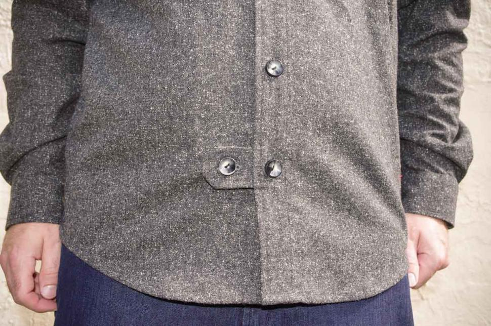 Samvær Overshirt - fastening.jpg