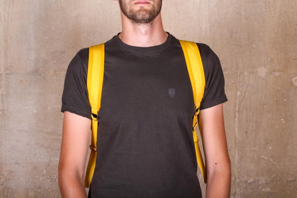 samvaer_city_camino_backpack_-_straps.jpg