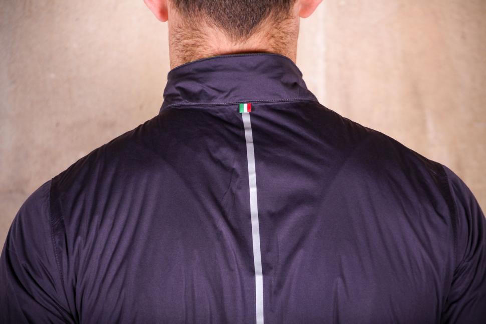 Santini Guard Rain Jacket - shoulders.jpg